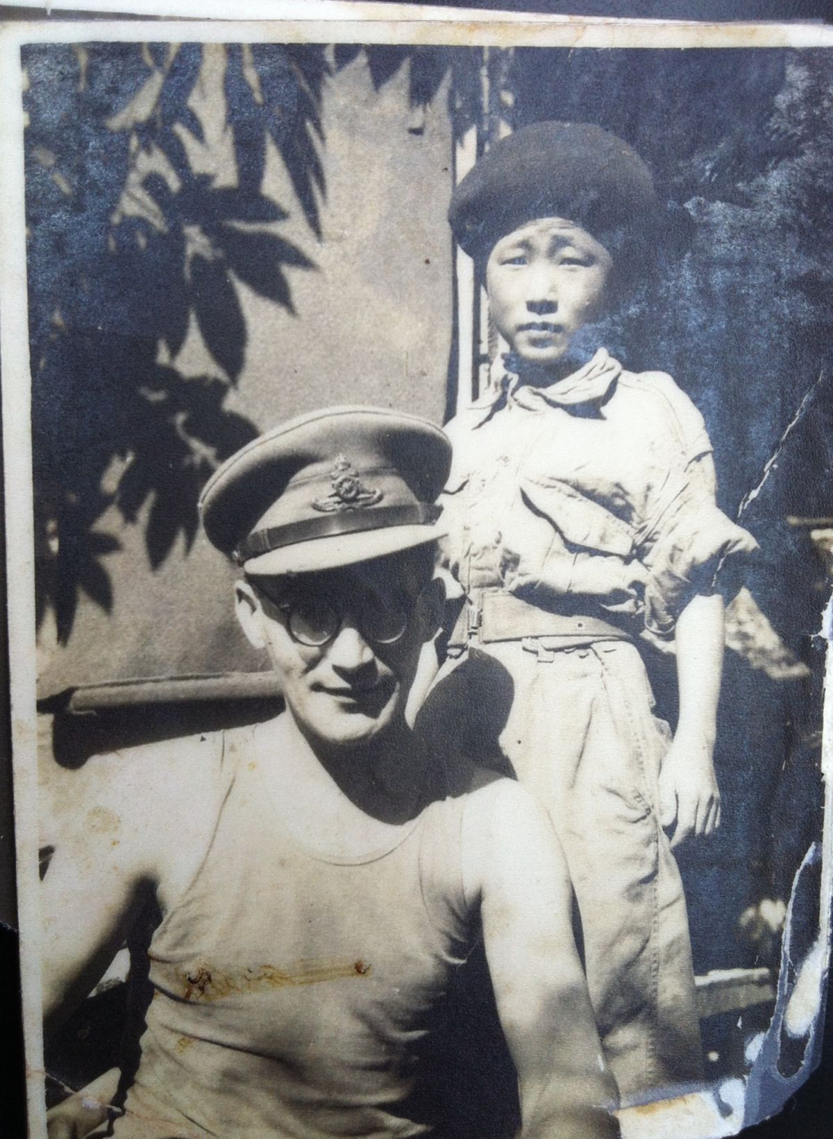 Help reunite Po and this British Soldier: 55 years in the making!