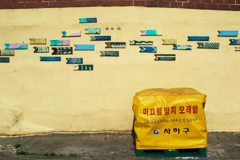 street-art-and-escapism-in-busan-down-the-rab-L-ObTbC7
